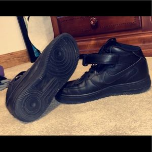 Black nike Air Force 1's size 9